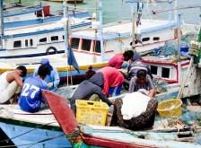 Delapan puluh lima persen masyarakat berprofesi sebagai nelayan. Namun jika kondisi laut sedang tidak bersahabat, para nelayan juga terkadang beralih menjadi petani.